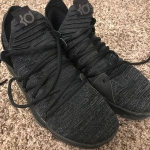 KD10s basketball shoes